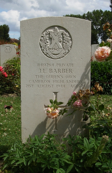 Headstone of 11419264 Private J.L.Barber. Queens Own Cameron Highlanders