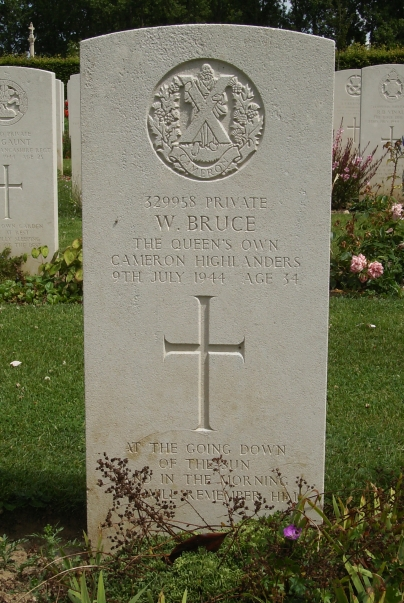 Headstone of 329958 Private W.Bruce. Queens Own Cameron Highlanders