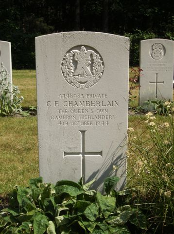 Headstone of Private C.E.Chamberlain, Queens Own Cameron Highlanders
