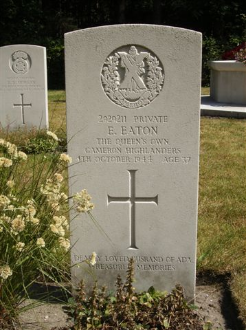 Headstone of Private E.Eaton. Queens Own Cameron Highlanders