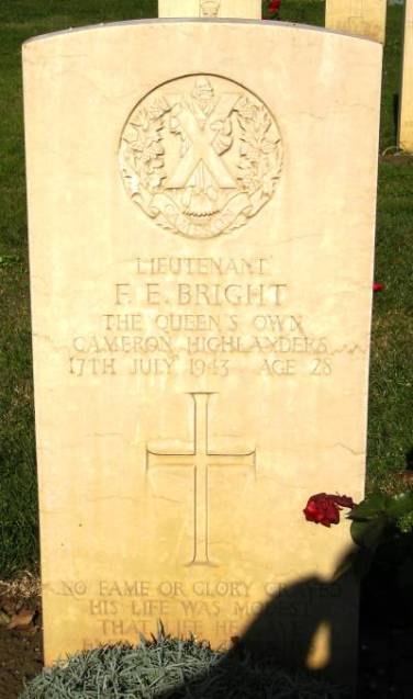 Headstone of 197289 Lt. F.E. Bright. Queens Own Cameron Highlanders
