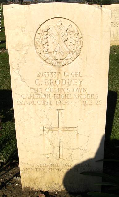 Headstone of 2937337 L/Cpl. G. Brodley. Queens Own Cameron Highlanders