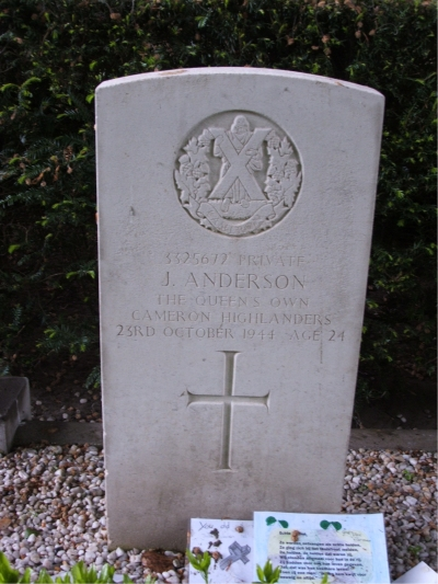 Headstone of 3325672 Pte. J. Anderson