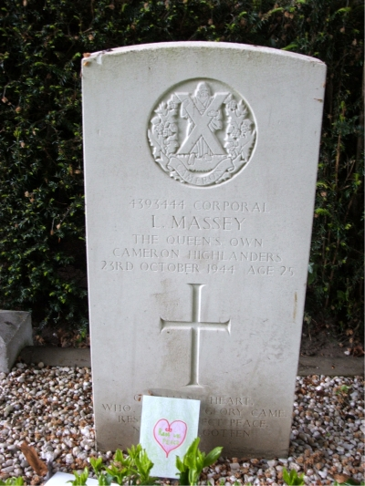 Headstone of 4393444 Corporal L. Massey