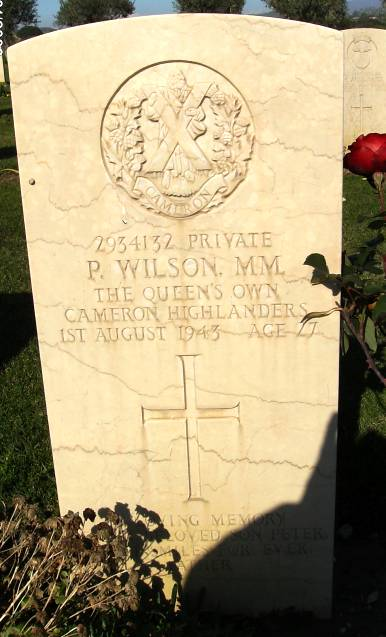 Headstone of 2934132 Pte. P. Wilson. Queens Own Cameron Highlanders