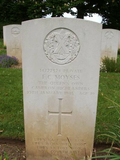 Headstone of Private F.C. Moyses