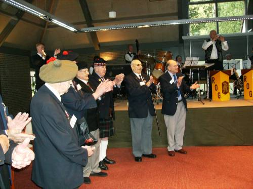 Highland Division veterans applaud Piper Grant, Huize Bergen, Vught
